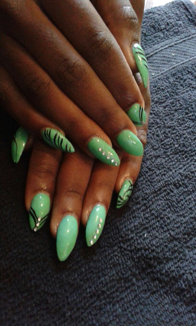 Nails mint with black stripes