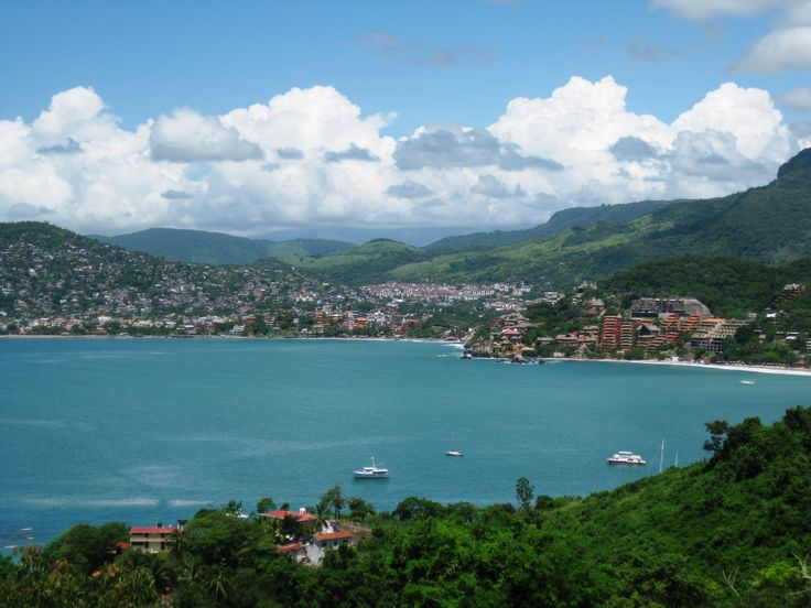The view of Zihuatanejo Bay from Solana. #Zihuatanejo