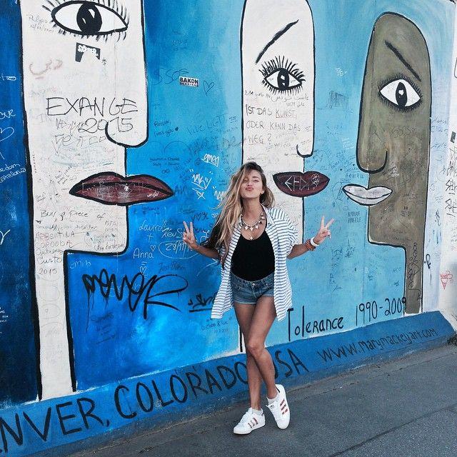 Уличный стиль Регины Тодоренко покоряет отменным вкусом - Новости шоу-бизнеса - Радио Люкс FM