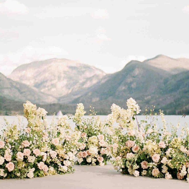 Ceremony views for days. Photo by @rachelhavel | Floral by @bowsandarrowsflowers | Event by @emilyclarkeevents