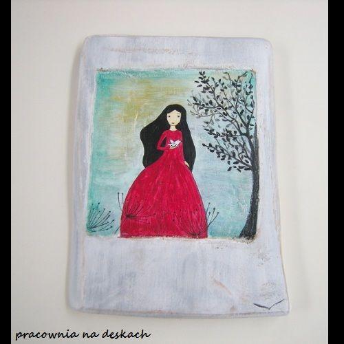 dziewczyna  w czerwonej sukni - pracownia na deskach