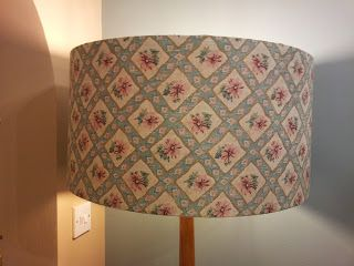 Funky-Junk: How to Cover a Lampshade with Fabric