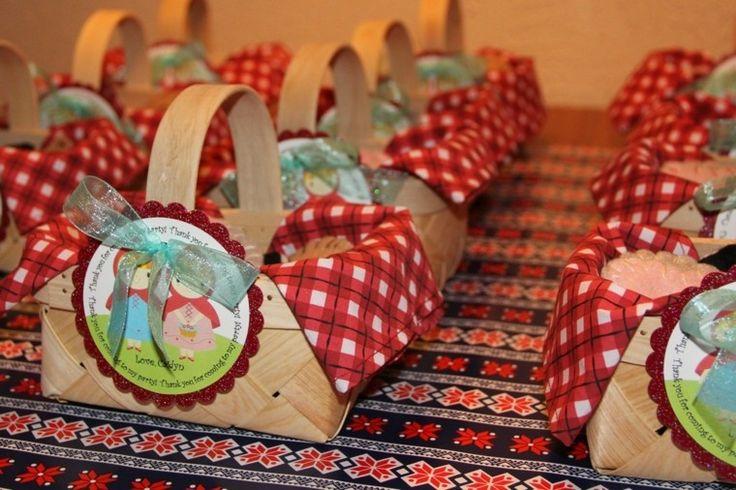 cestas como regalos para los invitados