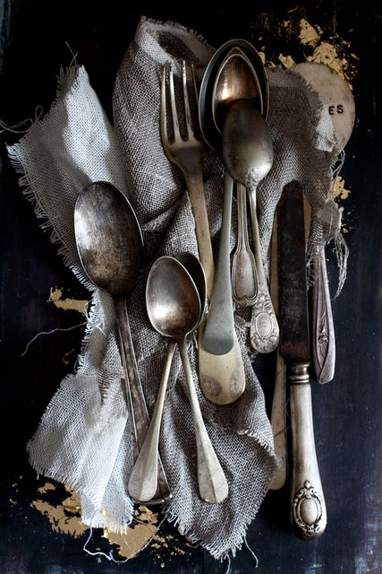 Old silver: Antiques Silver, Old Silverware, Tables Sets, Wedding Style, Vintage Cutlery, Fleas Marketing Finding, Tarnished Silver, Vintage Silverware, Old Stuff