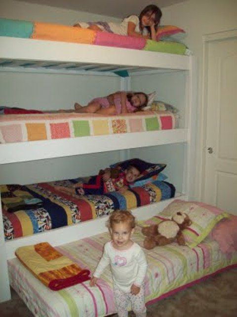 Beach house bunk room. triple bunk with a trundle - 4 girls in 1 room! Now that's maximizing space.