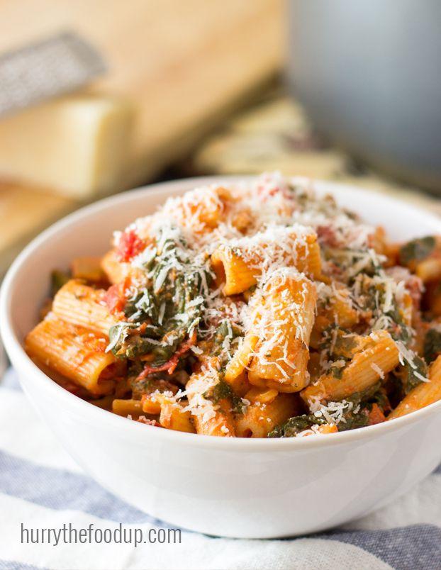 Easy Tomato Spinach Pasta (25 Min, Vegetarian)