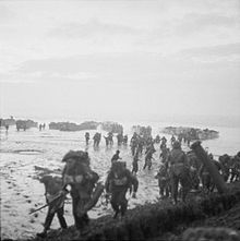 dutch marines commandoes | Royal Marines wade ashore near Vlissingen to complete the occupation ...