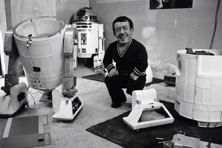 Behind the scenes with the actor who played R2d2.  Kenny Baker is the actor who played the lovable droid named r2d2.