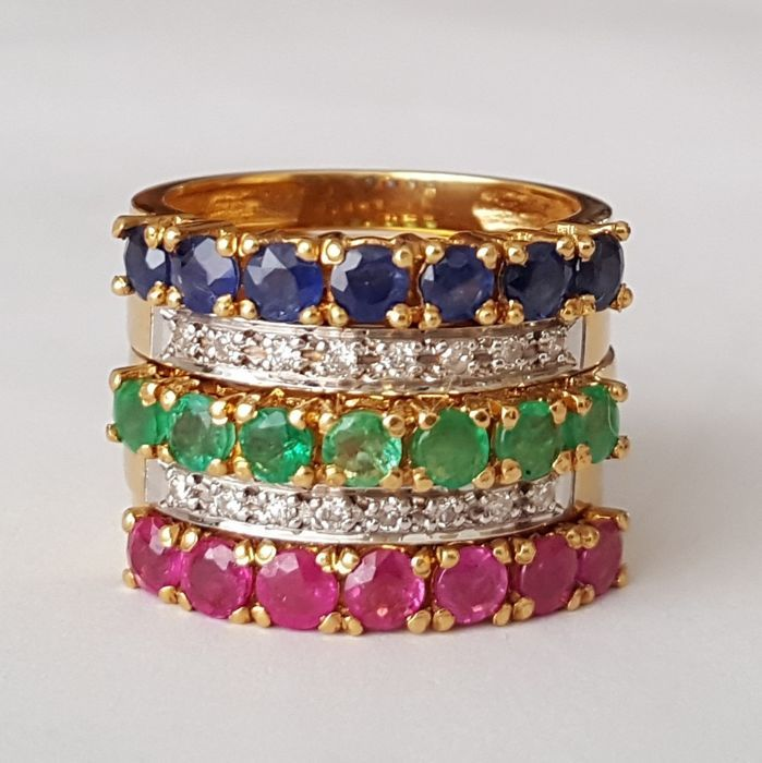 18 kt - vier verwisselbare ringen met brilliants smaragden robijnen en saffieren van 2.10 ct-grootte: 165 mm 12/52 (EU).  EUR 1150.00  Meer informatie