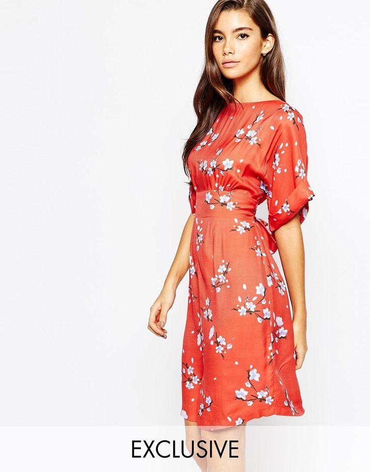Image 1 - Closet - Robe mi-longue fendue sur le devant à manches kimono et liens dans le dos