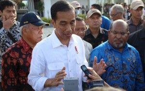 MAKJLEB! PERIHNYA DUA PERNYATAAN TEGAS JOKOWI MENUSUK TELAK JANTUNG AHOKER  [PORTAL-ISLAM] Presiden Joko Widodo (Jokowi) meminta semua pihak untuk menghormati putusan Majelis Hakim Pengadilan Negeri Jakarta Utara yang telah menjatuhkan vonis dua tahun tahanan bagi Gubernur DKI Jakarta Basuki Tjahaja Purnama (Ahok) atas kasus penodaan agama Selasa 9 Mei 2017 siang. Saya minta semua pihak menghormati proses hukum yang ada serta putusan yang telah dibacakan oleh majelis hakim.Termasuk juga kita…
