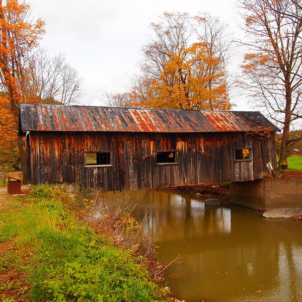 http://www.gonomad.com/gallery/vermont-foliage/vermont-images/covered-bridge.jpg