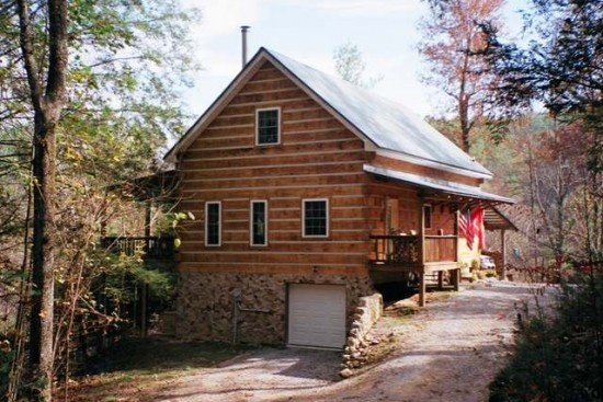 Custom log home with rental cabin on 5 acres in TN