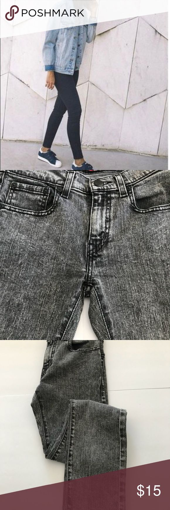 """Levi's Super Skinny 510 Love these Levi's. Super skinny.. The first pic is the fit, and the rest is the actual jean. The color is a acid wash Grey.  Worn a handful of times, in fabulous condition  Measurements  Waist 13"""" Length 27.5"""" Super low price Levi's Jeans Skinny"""