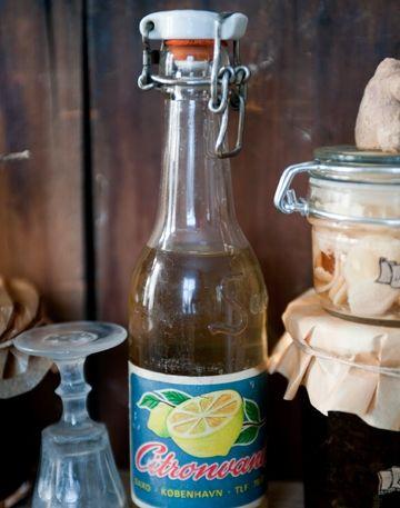 Server en sildemad og en skøn snaps med citron til - her får du opskriften på den bedste citronsnaps