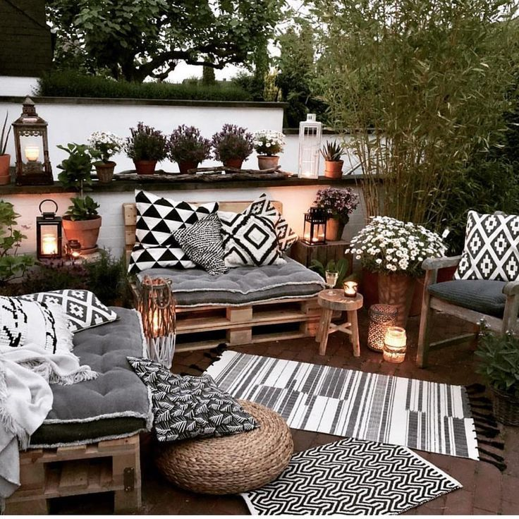 Legende love the big chunky chairs grouped but at angles, with plants filling up the gaps