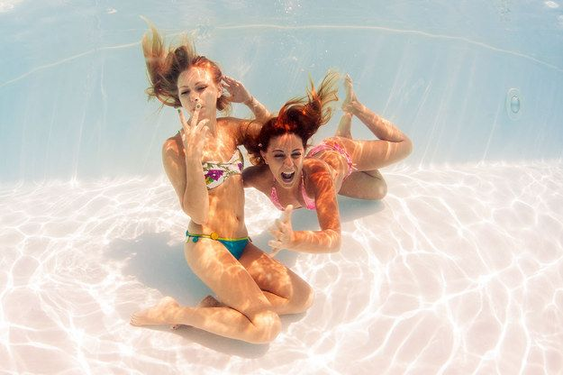 See who can hold their breath the longest. | 37 Impossibly Fun Best Friend Photography Ideas