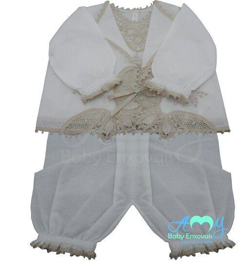 Conjunto pagão em renda renascença bege. Compre online www.amybabyenxovais.com.br Siga nosso instagram amy_baby_enxovais