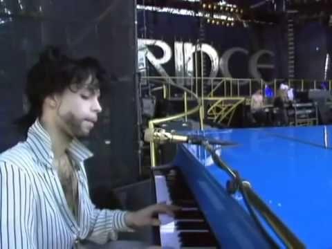 Live Soundcheck: Summertime - Prince at the piano, September 2, 1990 - Nishinomiya, Japan - YouTube