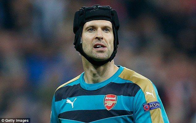 Kiper Arsenal Petr Cech mendesak timnya melupakan kekalahan mereka di Everton menjelang perjalanan pertandingan Minggu ke Manchester City.