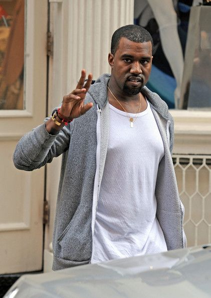 Kanye West Photo - Kanye West Leaves an Intermix store in Soho