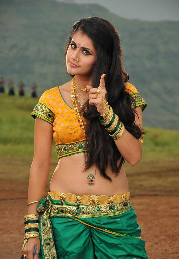 Hot and sexy Bollywood movie Actress taapsee pannu cute beautiful saari navel  photos and wallpapers.