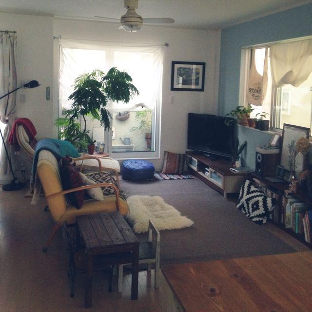 hidamariさんの、部屋全体,観葉植物,IKEA,ドライフラワー,スピーカー,ベランダガーデン,プフ,ボタニカルアート,ゴッホ,シーリングファンライト,神奈川県民,オールドキリムクッション,のお部屋写真
