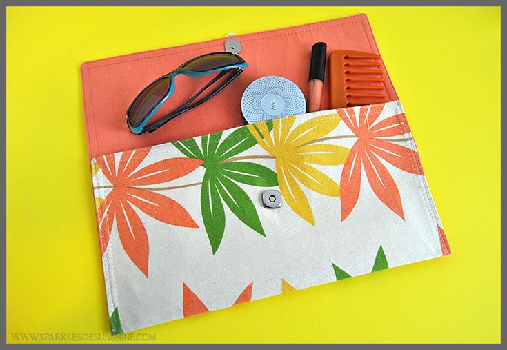 Learn how to make an easy sew clutch from a kitchen placemat at Sparkles of Sunshine!