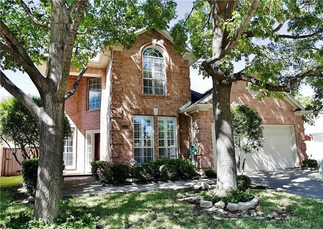 3 bedroom 2.5 bath home with Master BR downstairs Master Bath with separate vanities and walk-in closet.18715 TALL OAK DRIVE DRIVE, DALLAS, TX 75287 – 'bit Southern Realty Group   eXp Realty