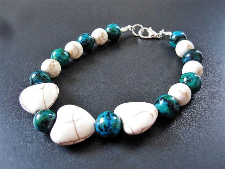 Bracelet cœur d'howlite turquoise et blanc de la boutique TheAsaliahShop sur Etsy