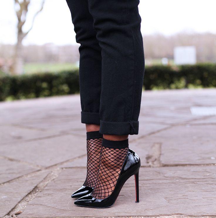 کفش پاشنه بلند با جوراب توری