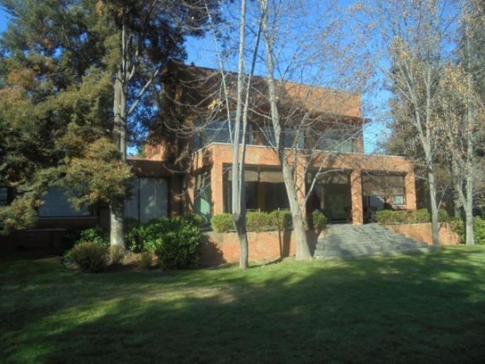 Excelente casa mediterránea en el Huinganal Informe de Engel & Völkers | T-1418291 - ( Chile, Región Metropolitana de Santiago, Lo Barnechea, Camino Del Sol )