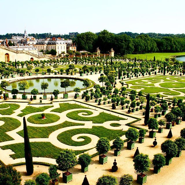 The Palace of Versailles is such an incredible sight! Could you imagine living here?!-ac