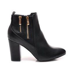 BOTKI Boty pro ženy v klasické černé barvě. Elegantní linie horní vyrobena z vysoce kvalitní ekologické kůže. Designer zlaté zámky podél straně svršku. Bar podpatek - stabilní a pohodlná. Elagancja a ženskost v trendy splátce. https://cosmopolitus.eu/product-cze-32353-.html #damske #boty #podzimní #boty #boty #pohodlne #prakticke #pohorní #kotník