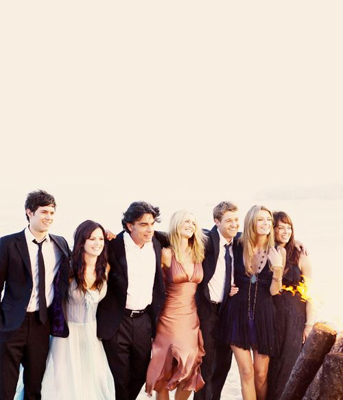 3/11: Someone you talked to today >> Sunday's is usually me and my friends' dinner together, and it's always a highlight of my week. So, here's this pic: The OC =friendships