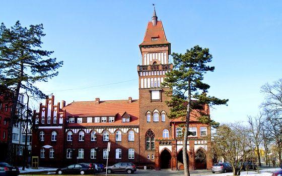 Ratusz w Inowrocławiu. Neogotycki gmach z lat 1907-1908. W jego skład wchodzi również wieża. Obecnie siedziba prezydenta miasta.