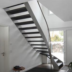die besten 25 stahlwangentreppe ideen auf pinterest stahltreppe design spindeltreppen und. Black Bedroom Furniture Sets. Home Design Ideas