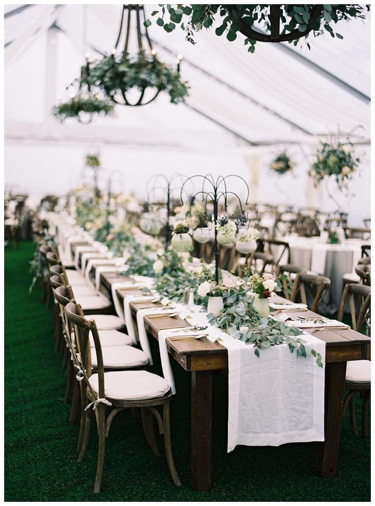 La Tavola Fine Linen Rental: Tuscany White Table Runner and Napkins | Photography: Clark Brewer, Event Planning, Design & FLorals: Big Events Weddings, Venue: The Swanee Inn, Additional Florals: Taylor's Mercantile