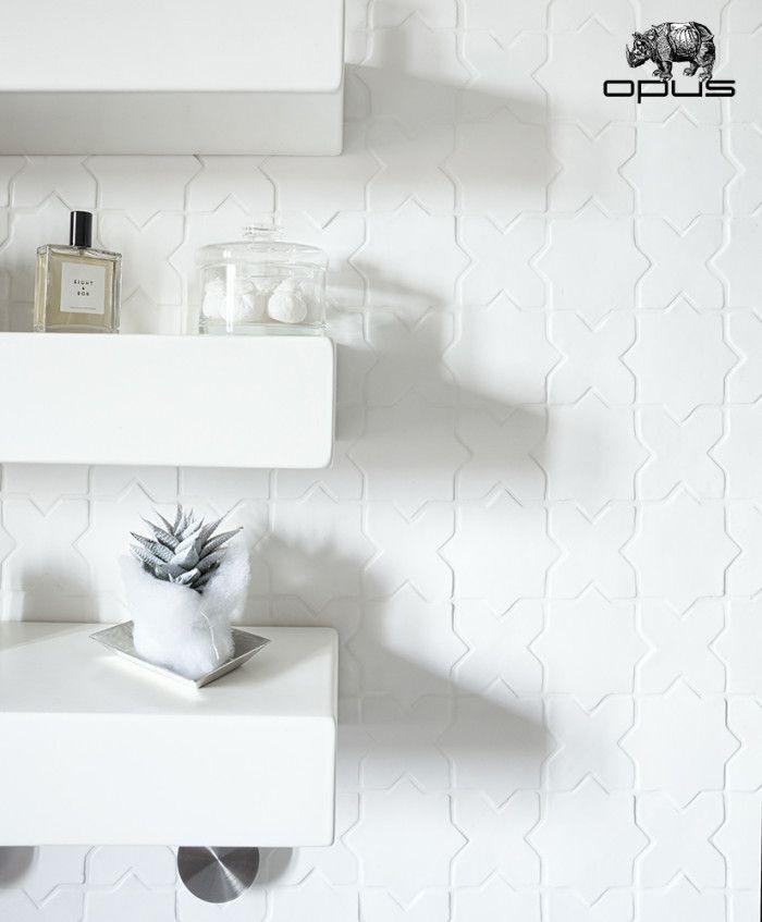 """Italian Bathrooms #2: un bagno con #piastrelle su misura.  #White #madetomeasure #tiles #madeinItaly """"Le croci e le stelle"""" (""""crosses and stars""""). By Opus.  #bathroominteriors #italianbathrooms"""