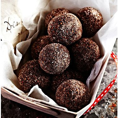 Cinnamon Chocolate Truffles | 280g good dark chocolate 284ml double cream 50g unsalted butter 1 tsp Cinnamon Extract Cocoa powder and cinnamon sugar to coat.
