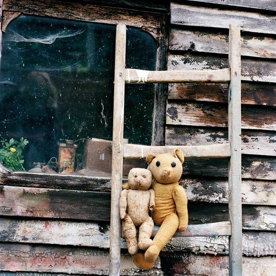Photographer Sylvie Huet, delightful book, A Story of Bears, features well worn and loved teddies aged between 44 and 98