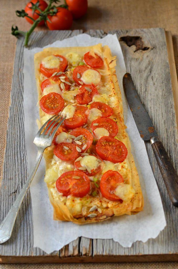 Tarte fine à la tomate, mozzarella et moutarde -Tangerine Zest