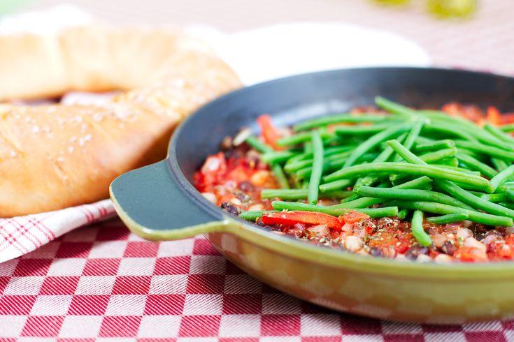 Brödkrans fylld med fetaost, lättorkade tomater och oregano   Kung Markatta - kungen av ekologiskt En fantastisk brödkrans som ger en underbar doft och smak av medelhavet i ditt kök!
