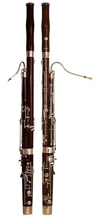 FAGOT  Je to dvouplátkový nástroj, hluboký zvuk.