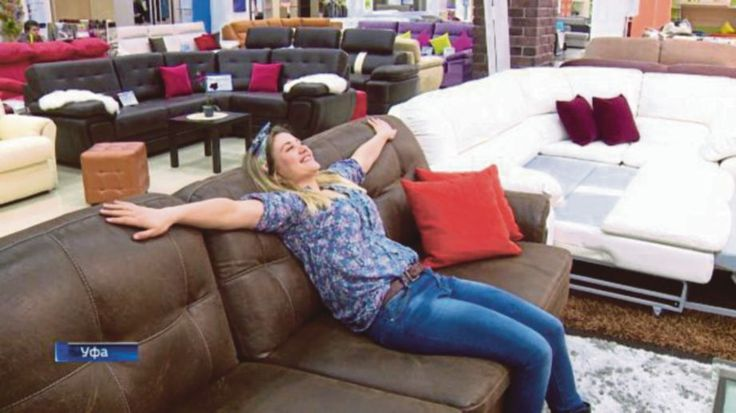 Diberi gaji RM4400 hanya untuk duduk atas sofa   Seorang wanita berusia 26 tahun menganggap dirinya paling bernasib baik apabila memperoleh pekerjaan sebagai penguji sofa.  Anna Cherdantseba yang berasal dari Ufa di Republik Bashkortostan di Russia kini akan menghabiskan masa 10 jam sehari untuk menguji sofa baru.  Tugas utamanya ialah untuk menilai keselesaan dan keselamatan sofa yang dikeluarkan syarikat perabot terkenal Russia MZ5 Group.  Syarikat berkenaan bulan lalu mengiklankan jawatan…