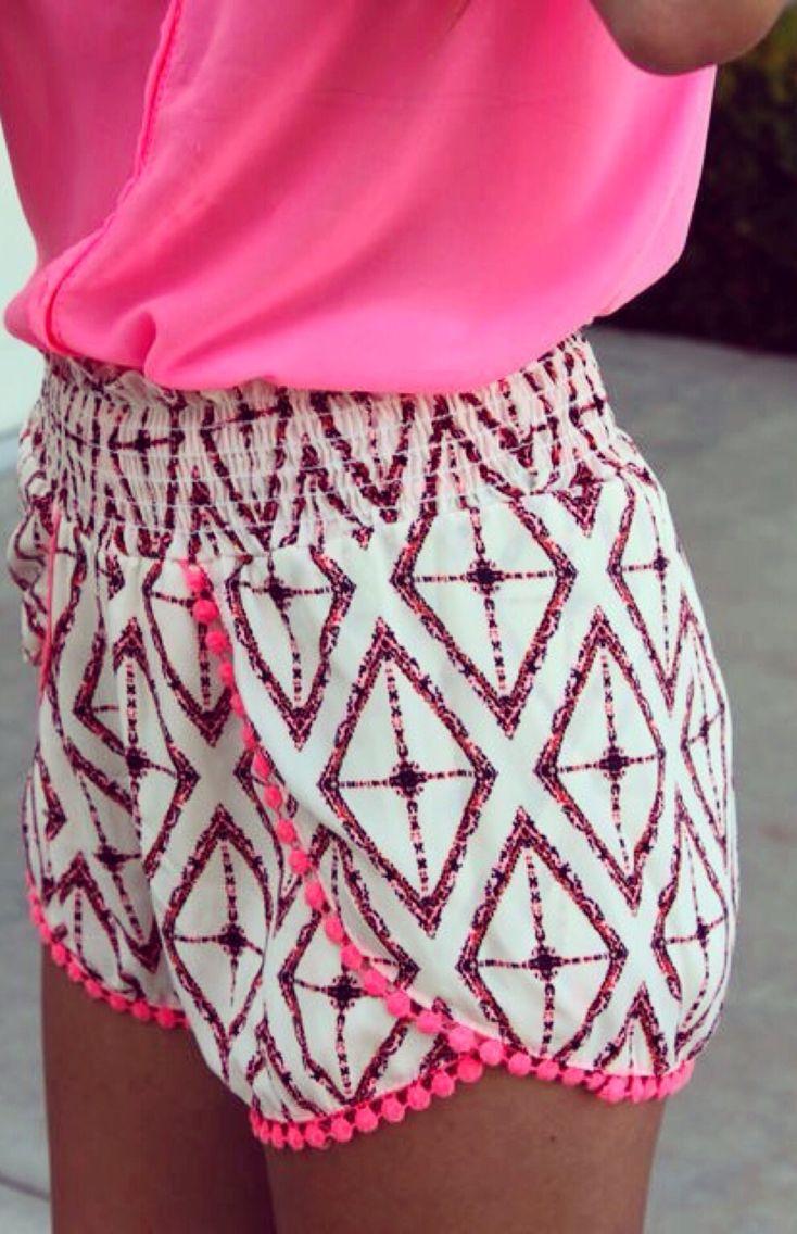 cute shorts!! love the pom pom trim!!!!