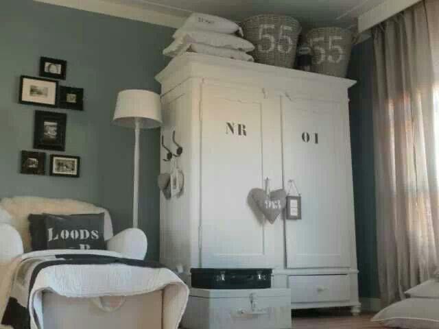 17 beste idee n over oude meubels schilderen op pinterest verf slaapkamermeubilair oude - Donkergrijze verf ...