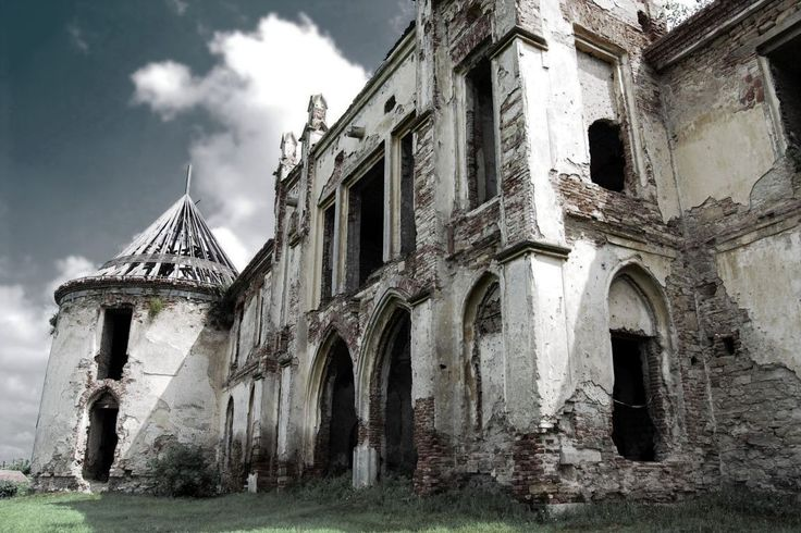 Google Image Result for http://images.travelpod.com/tripwow/photos/ta-00c0-3714-f211/a-old-castle-in-transylvania-transylvania-romania%2B1152_12922941949-tpfil02aw-9967.jpg