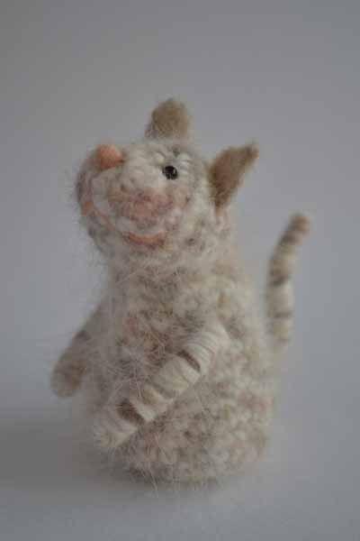たいへんお待たせいたしました。アンゴラねこの指人形ができました。ふわふわの仔猫ちゃんになりました。指を入れる内側の部分は淡いピンクです。H80×W...|ハンドメイド、手作り、手仕事品の通販・販売・購入ならCreema。