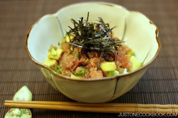 Negitoro donburi is a tasty mixture of fatty tuna and green onions seasoned with mentsuyu and soy sauce over rice. #Japanese Recipe